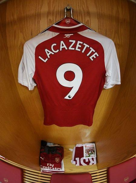 Lacazette tro thanh 'niem hy vong vang' cua CDV Arsenal - Anh 2