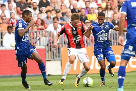 Nice 1-2 Troyes: That vong tot do! - Anh 5