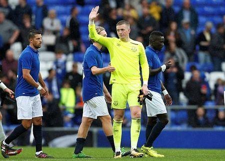 Jordan Pickford hoi hop cho tran dau chinh thuc cho Everton - Anh 9