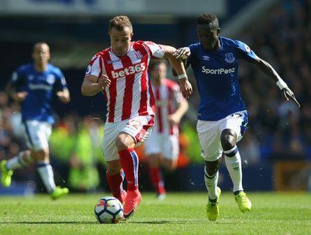 Rooney sam vai nguoi hung, Everton gianh tron 3 diem truoc Stoke City - Anh 1