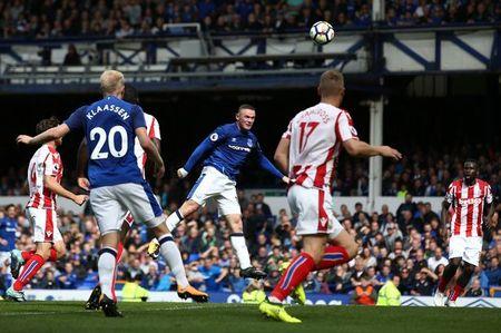 Rooney sam vai nguoi hung, Everton gianh tron 3 diem truoc Stoke City - Anh 2
