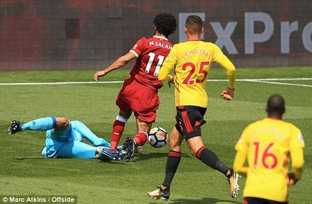 Tan binh dat nhat lich su Liverpool ra mat cuc chat: Keo trai nhu Robben - Anh 1