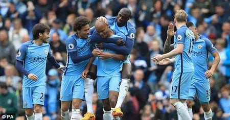 Tong quan vong 1 Ngoai hang Anh: Manchester mo hoi, Chelsea vuot kho - Anh 1
