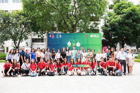 'Co gai vang' cua Hoa hau Viet Nam xinh dep lam Dai su xanh - Anh 12