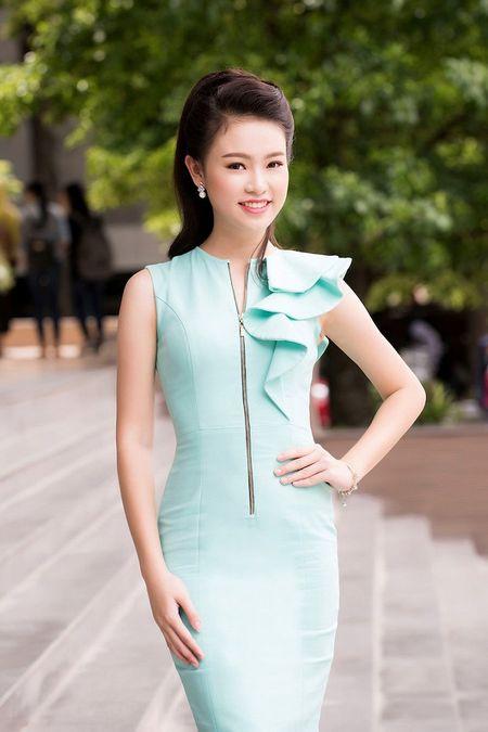 'Co gai vang' cua Hoa hau Viet Nam xinh dep lam Dai su xanh - Anh 1