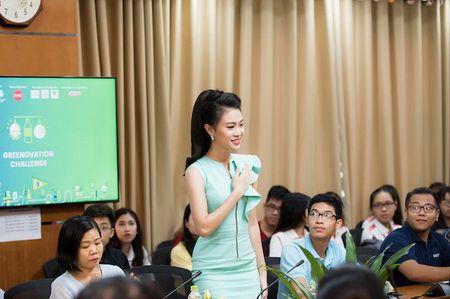 'Co gai vang' cua Hoa hau Viet Nam xinh dep lam Dai su xanh - Anh 8