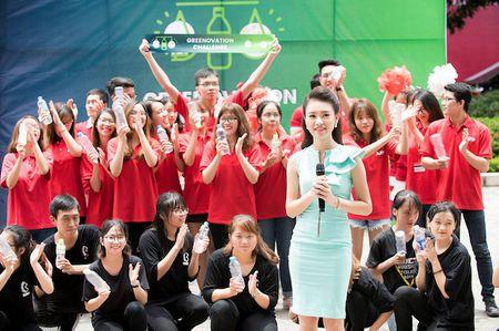 'Co gai vang' cua Hoa hau Viet Nam xinh dep lam Dai su xanh - Anh 9