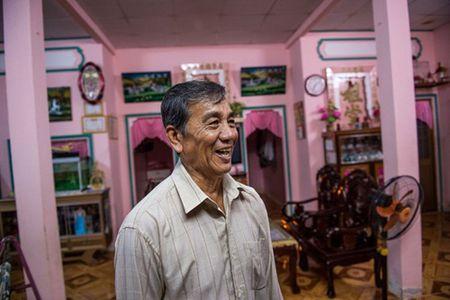 AFP: Nong dan Viet doi doi nho nuoi tom - Anh 1