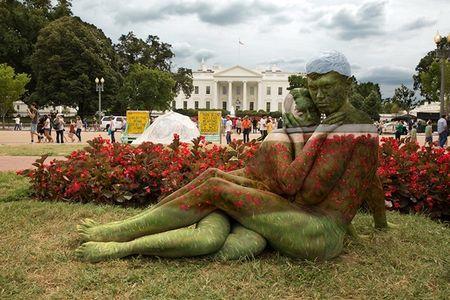 Nhung tac pham body-painting 'dinh cao' khien ban cang mat phan biet - Anh 5