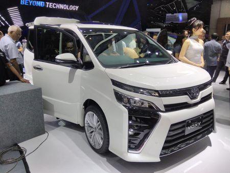 Phien ban gia re cua Toyota Alphard chinh thuc ra mat - Anh 1