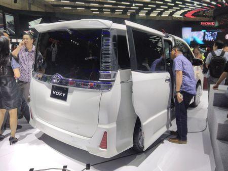 Phien ban gia re cua Toyota Alphard chinh thuc ra mat - Anh 4