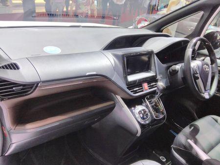 Phien ban gia re cua Toyota Alphard chinh thuc ra mat - Anh 7