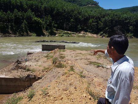 Quang Nam: De quay xay cau lien tuc bi lu cuon - Anh 1