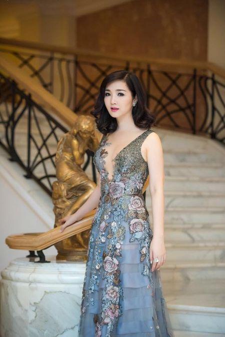 Nhung mau vay khoet sau khoe vong 1 cang day, nong bong cua Hoa hau Giang My U50 - Anh 10