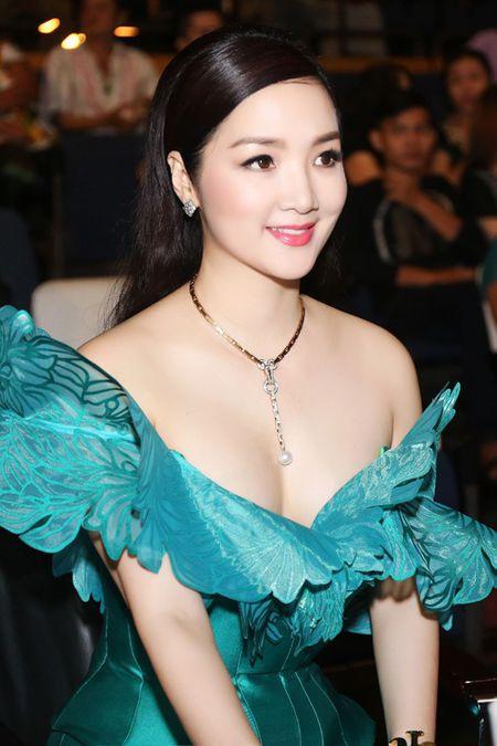 Nhung mau vay khoet sau khoe vong 1 cang day, nong bong cua Hoa hau Giang My U50 - Anh 4
