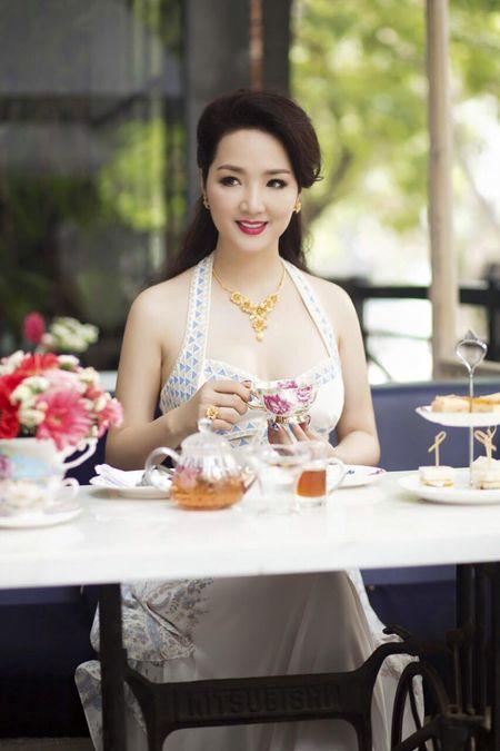Nhung mau vay khoet sau khoe vong 1 cang day, nong bong cua Hoa hau Giang My U50 - Anh 8