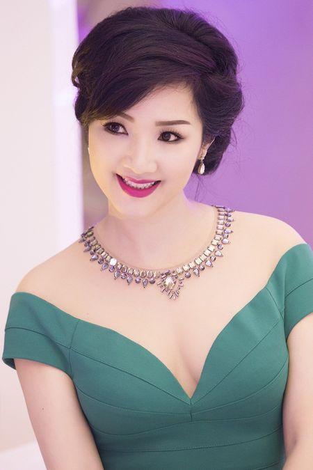 Nhung mau vay khoet sau khoe vong 1 cang day, nong bong cua Hoa hau Giang My U50 - Anh 9