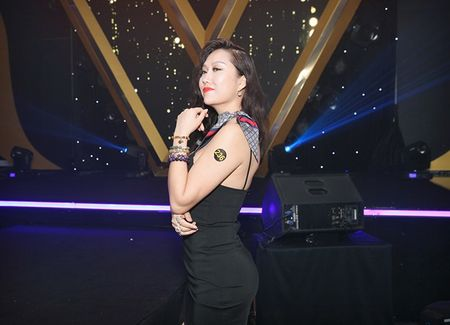 Vua moi 'dap di xay lai' co the, Phi Thanh Van lai de lo diem bat thuong tren co the gay soc - Anh 1