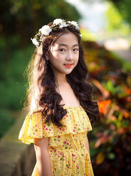 """Be gai Hai Duong 9 tuoi cao 1m47, cam V-line thanh tu tu nhien dung chuan """"hoa hau"""" - Anh 9"""