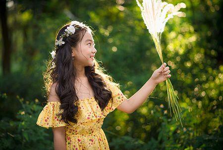 """Be gai Hai Duong 9 tuoi cao 1m47, cam V-line thanh tu tu nhien dung chuan """"hoa hau"""" - Anh 10"""