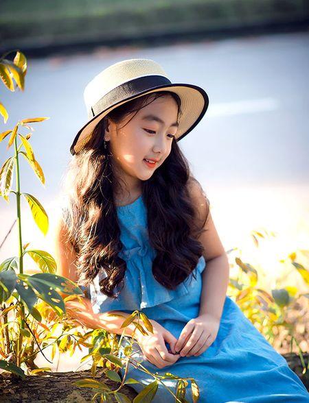 """Be gai Hai Duong 9 tuoi cao 1m47, cam V-line thanh tu tu nhien dung chuan """"hoa hau"""" - Anh 12"""