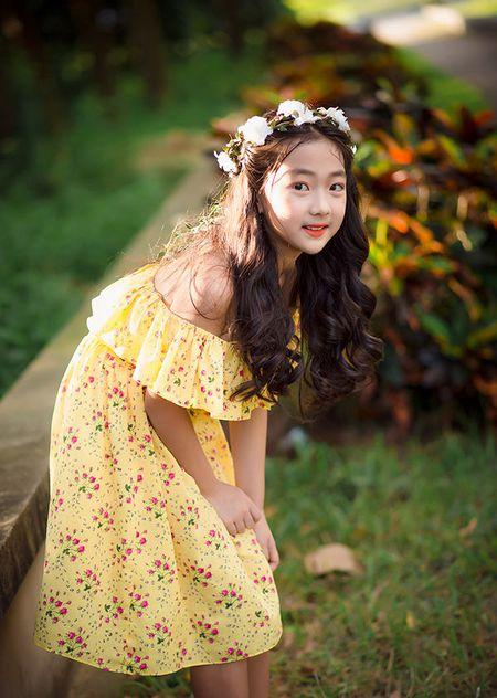 """Be gai Hai Duong 9 tuoi cao 1m47, cam V-line thanh tu tu nhien dung chuan """"hoa hau"""" - Anh 5"""