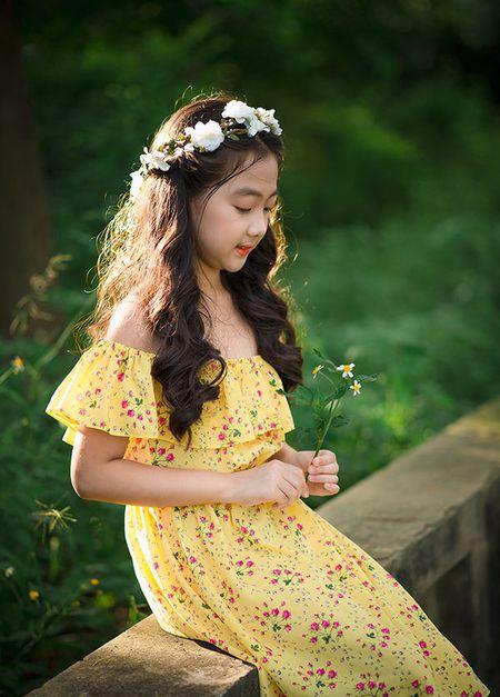 """Be gai Hai Duong 9 tuoi cao 1m47, cam V-line thanh tu tu nhien dung chuan """"hoa hau"""" - Anh 6"""