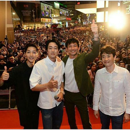 "Fan Malaysia ""dong nhu kien"", gay nao loan vi don Song Joong Ki, So Ji Sub - Anh 1"