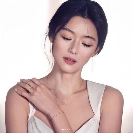 Co bau dua thu 2, Jeon Ji Hyun con dep hon khi mang thai dua thu nhat - Anh 1