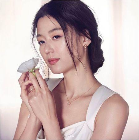 Co bau dua thu 2, Jeon Ji Hyun con dep hon khi mang thai dua thu nhat - Anh 2