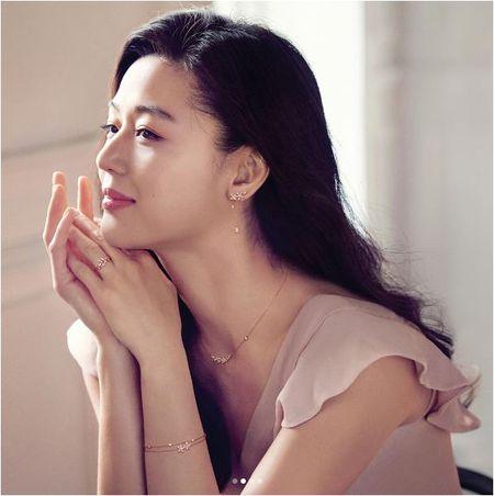 Co bau dua thu 2, Jeon Ji Hyun con dep hon khi mang thai dua thu nhat - Anh 4