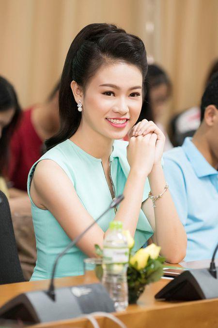 'Co gai vang' cua Hoa hau Viet Nam xinh dep lam dai su xanh - Anh 10