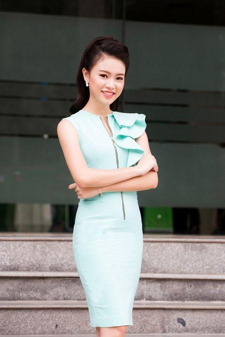 'Co gai vang' cua Hoa hau Viet Nam xinh dep lam dai su xanh - Anh 11