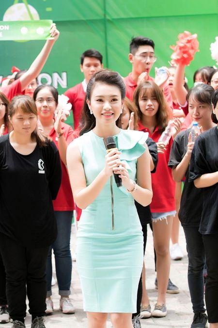 'Co gai vang' cua Hoa hau Viet Nam xinh dep lam dai su xanh - Anh 3
