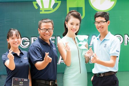 'Co gai vang' cua Hoa hau Viet Nam xinh dep lam dai su xanh - Anh 5