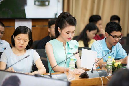 'Co gai vang' cua Hoa hau Viet Nam xinh dep lam dai su xanh - Anh 7