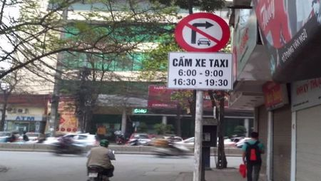 Ha Noi them nhieu tuyen pho cam taxi hoat dong - Anh 1