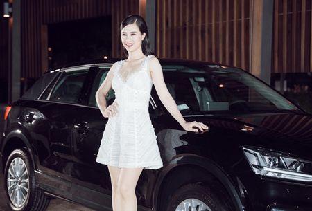 Thanh Hang - Tu Anh tu tin khoe dang, duoc dan cau thu ngoai 'ho tong' di su kien - Anh 3