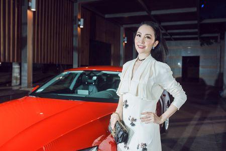 Thanh Hang - Tu Anh tu tin khoe dang, duoc dan cau thu ngoai 'ho tong' di su kien - Anh 4