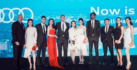 Thanh Hang - Tu Anh tu tin khoe dang, duoc dan cau thu ngoai 'ho tong' di su kien - Anh 6
