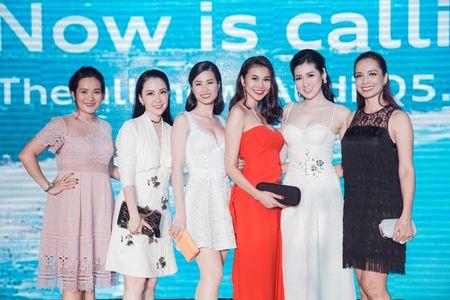 Thanh Hang - Tu Anh tu tin khoe dang, duoc dan cau thu ngoai 'ho tong' di su kien - Anh 7