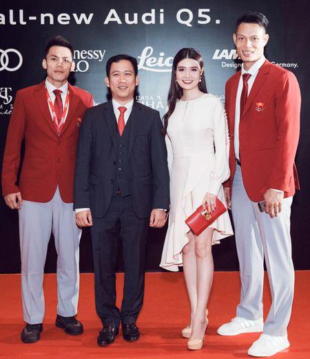 Thanh Hang - Tu Anh tu tin khoe dang, duoc dan cau thu ngoai 'ho tong' di su kien - Anh 8