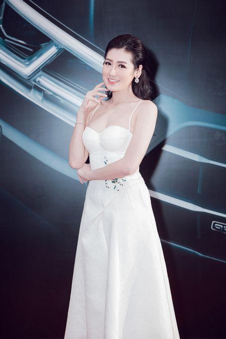Thanh Hang - Tu Anh tu tin khoe dang, duoc dan cau thu ngoai 'ho tong' di su kien - Anh 9