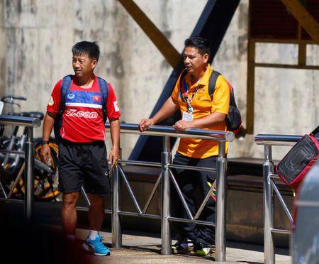 U22 Viet Nam bi Malaysia 'choi xau', HLV Huu Thang buc minh - Anh 4