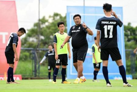 HLV Thai Lan canh bao cac hoc tro truoc them SEA Games 29 - Anh 1