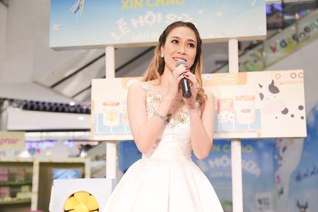 My Tam duoc fan nhi chay len hon ma luc dang hat - Anh 1