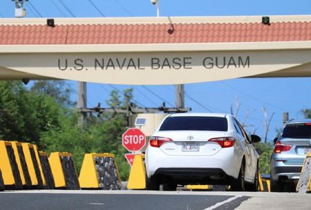 Dao Guam chi dan nguoi dan de phong cuoc tan cong ten lua - Anh 1