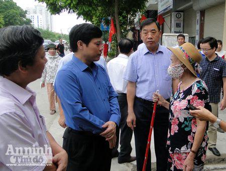 Lanh dao TP Ha Noi kiem tra cong tac chong sot xuat huyet o diem nong Ha Dong - Anh 1