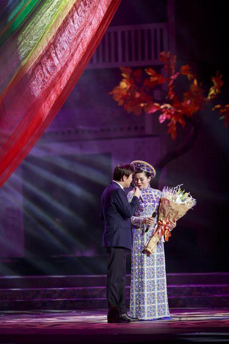 Le Quyen e then lam dam cuoi voi Quang Dung tren san khau Mua thu vang - Anh 10