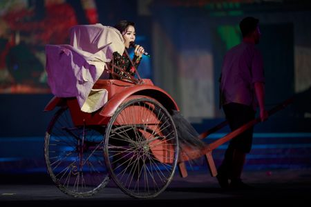 Le Quyen e then lam dam cuoi voi Quang Dung tren san khau Mua thu vang - Anh 2